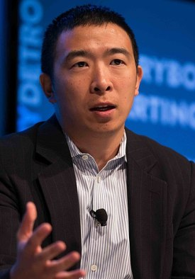 417px-Andrew_Yang_talking_about_urban_entrepreneurship_at_Techonomy_Conference_2015_in_Detroit,_MI_(cropped).jpg